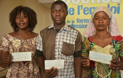 Remise de chèques aux bénéficiaires du PPEJ 2013 du Mali