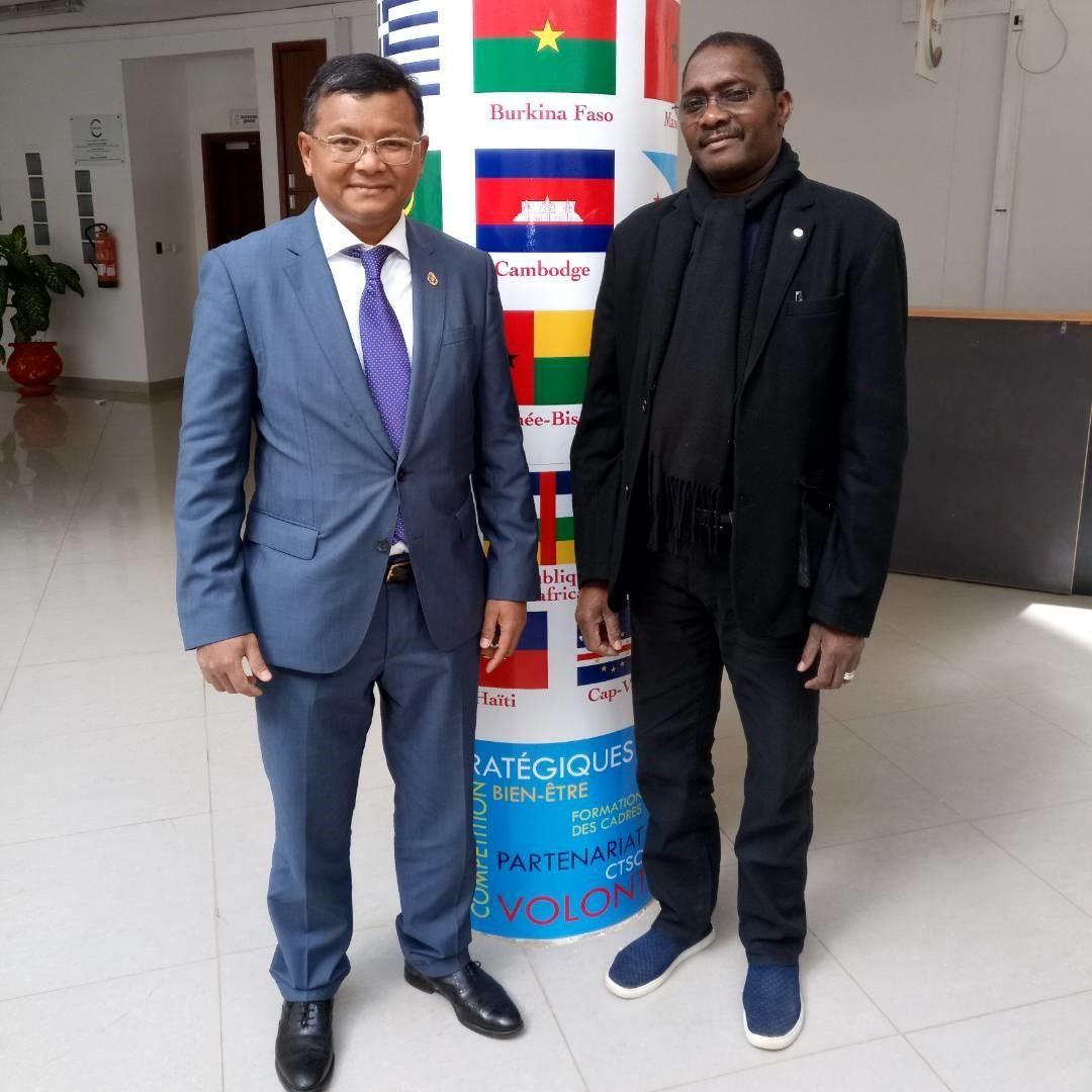 Visite de courtoisie du Ministre de l'Education, de la Jeunesse et des Sports du Royaume du Cambodge au siège de la CONFEJES