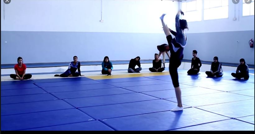 Enchaînements gymniques destinés aux élèves en classes d'examen du cycle d'enseignement secondaire de l'espace francophone.